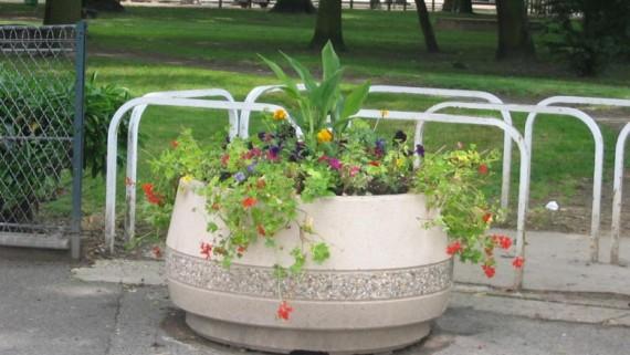 Jardinière mobilier urbain