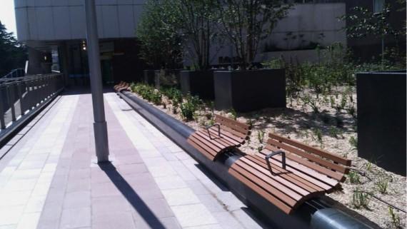 Muret, banc et bac-jardinière