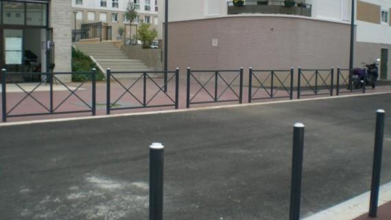 Potelet et barrière pour voirie