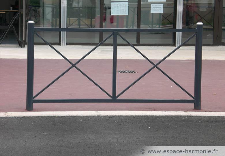 Pour l'aménagement en mobilier urbain des espaces publics, la barrière Realité.
