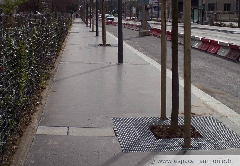 grille d'arbre pour le mobilier urbain